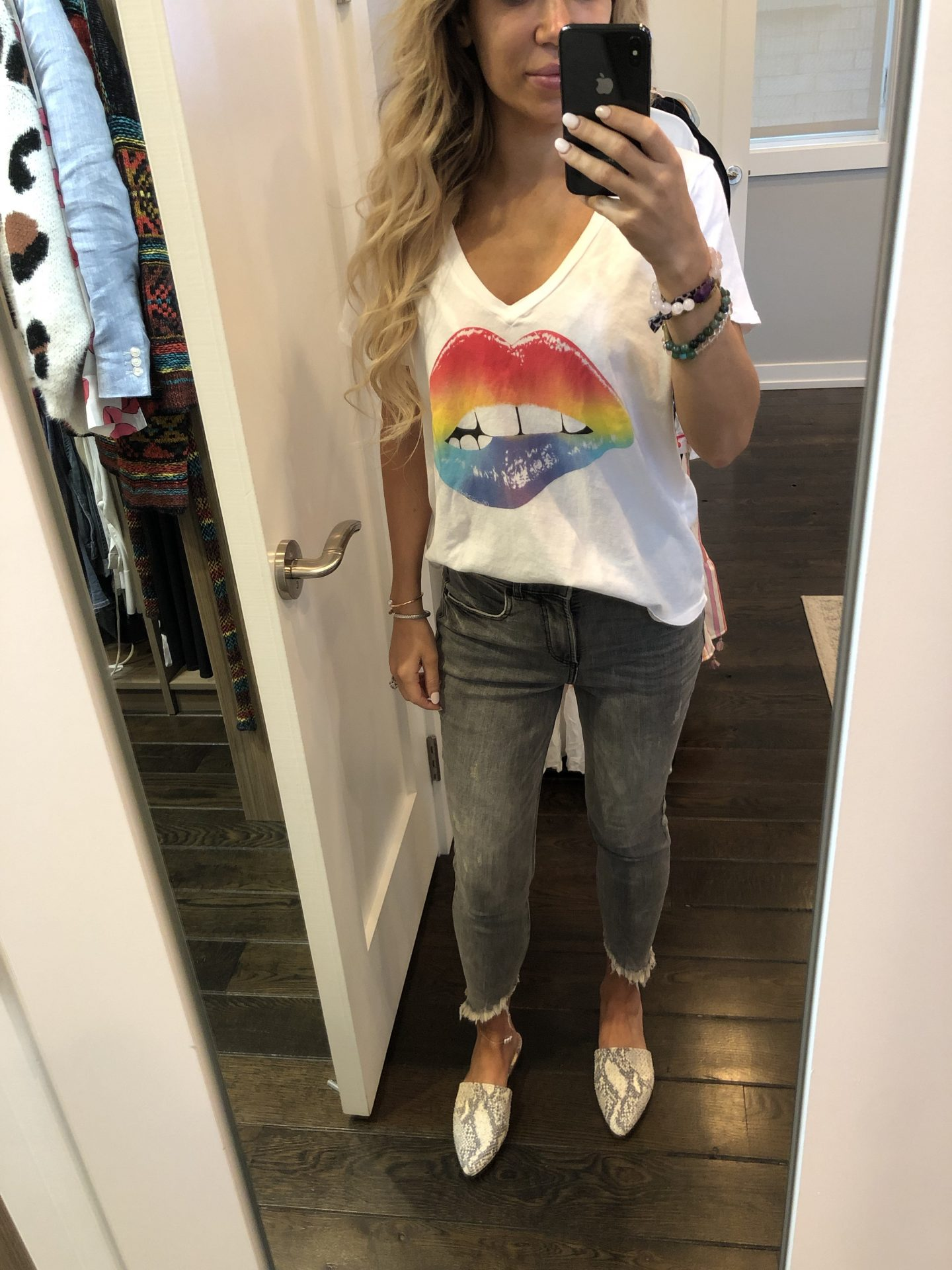 graphic tees, band tee, mom style, mommy blogger, mom blogger, mom influencer, casual style, tee shirt style, best tee shirt finds, Chicago influencer, fashion blogger, travel blogger