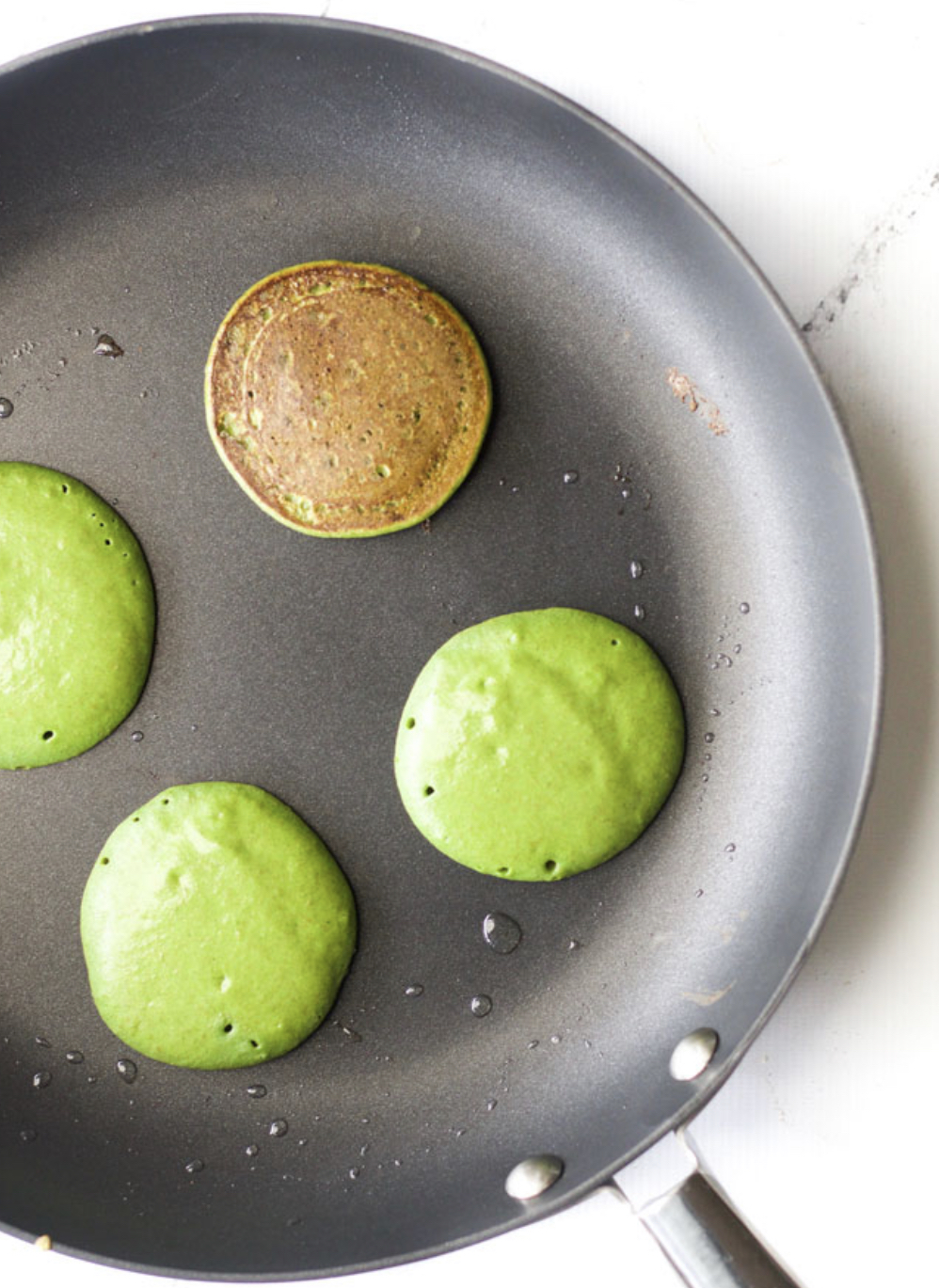 healthy eating, green smoothie pancakes, healthy pregnancy, healthy pregnancy snacks, pregnancy eating, pancakes, food ideas for toddlers, healthy snacks, food for toddlers, breakfast ideas, mom blogger, mommy blog, mommy blogger