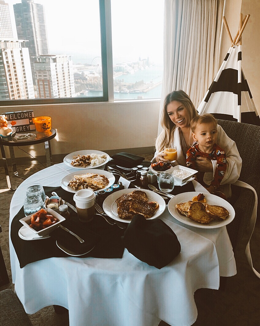 Swissotel, travel blogger, travel hotel review, Chicago hotels, kids suite, Chicago mom, mom blogger, traveling with kids, mom life, kids hotel, kid friendly hotel, visiting Chicago, hotels in Chicago, travel blogger, mom blogger, mommy blogger, motherhood
